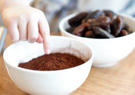 dark-chocolate-and-date-truffle-cocoa-powder