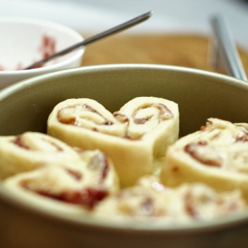 almond-raspberry-sweet-rolls-in-a-round-pan