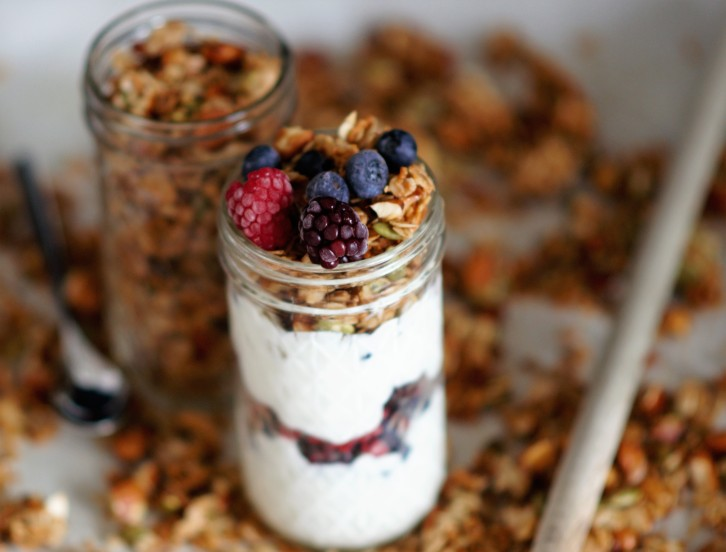 simple-honey-almond-coconut-granola-makes-morning-easier-copy