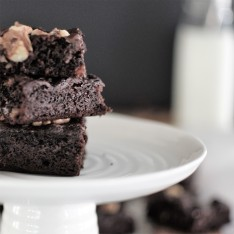 Apricot Brownies with Walnuts