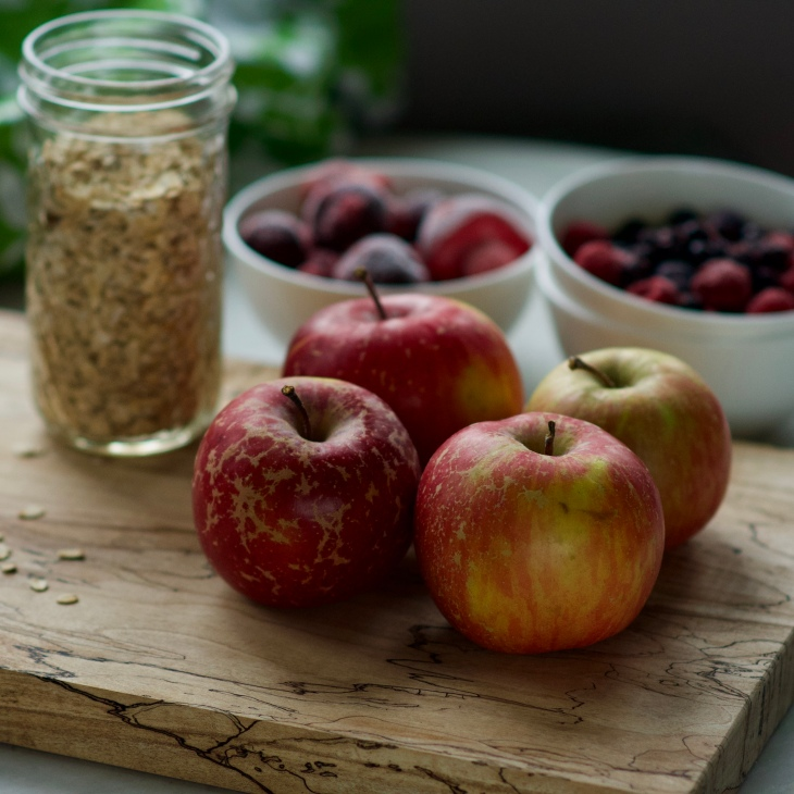 apples, berries and oats