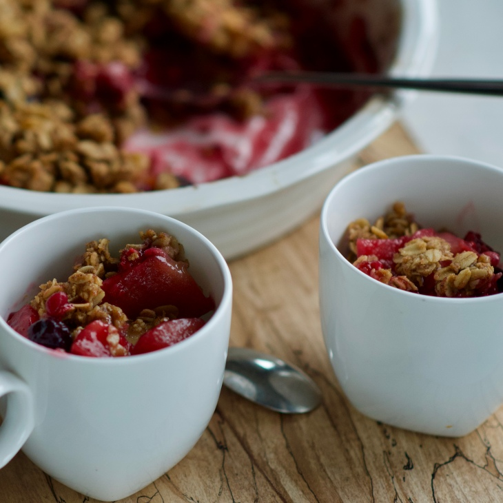 Apple berry crumble with rolled oats